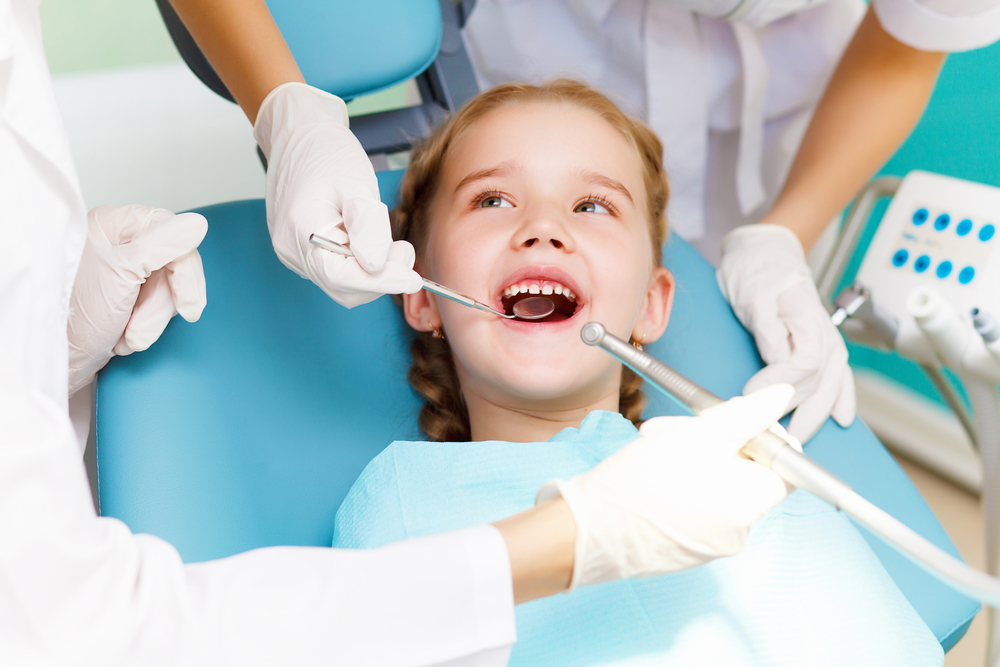 When should my kid see a childrens dentist in Boynton Beach?